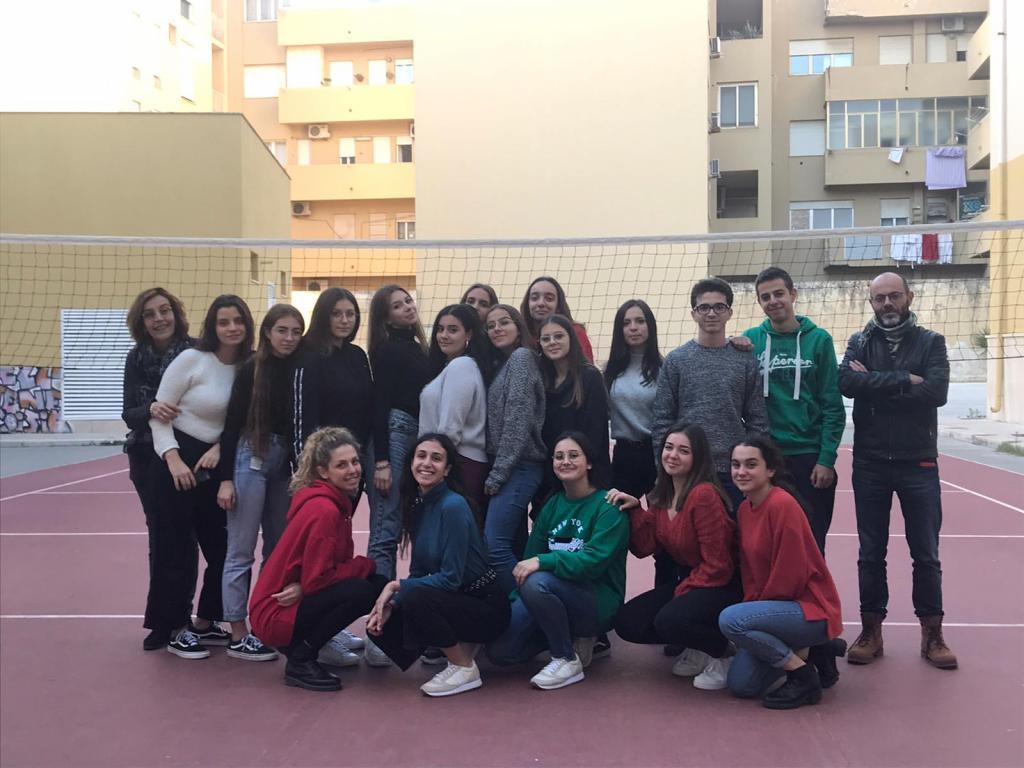 """Foto di gruppo del team """"Nova Eryx"""" della 3^ H  del liceo linguistico """"R. Salvo"""" di Trapani"""