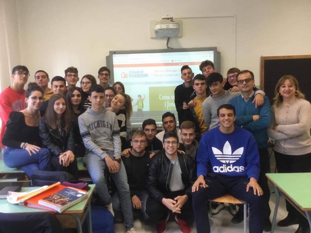 Il nostro team H₂OPE a lezione.